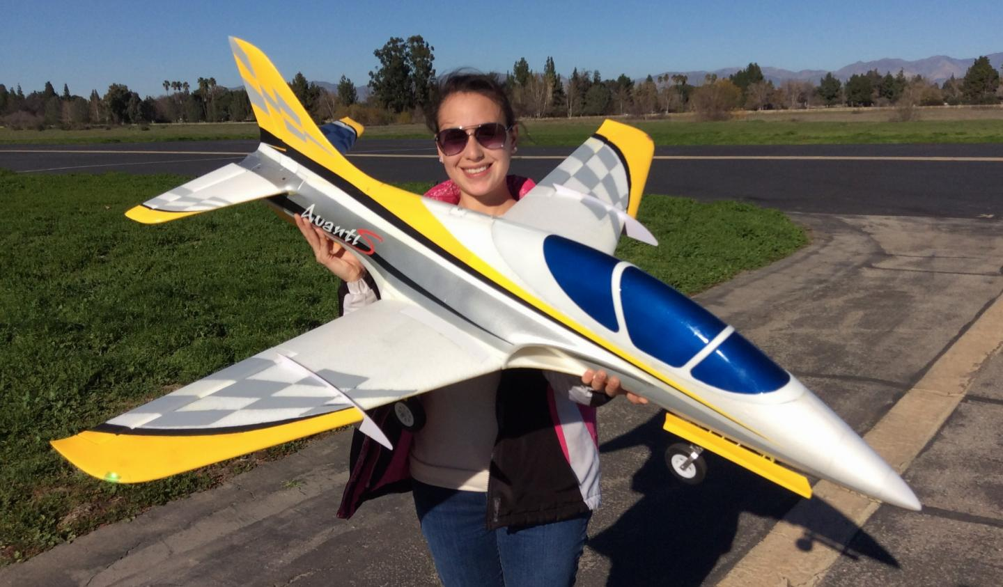 Pilot Evelyn holding the Freewing 80mm Avanti S