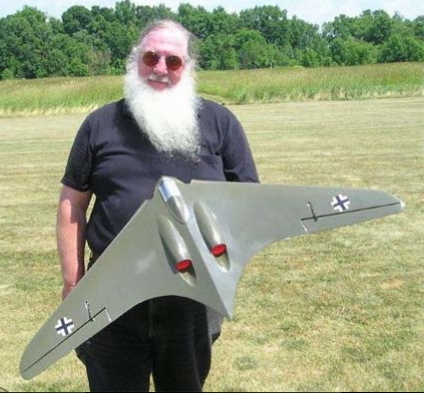 Kieth Shaw with his Horten 9 edf.